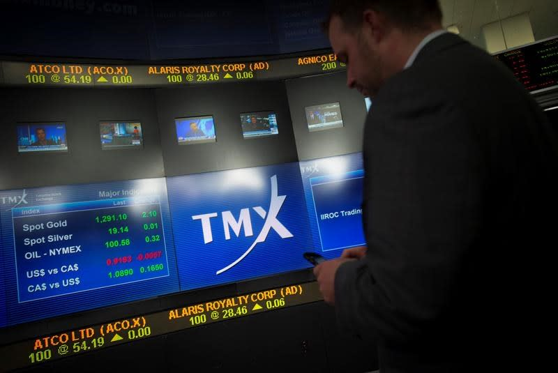 Energy and tech sectors weigh on stocks in Toronto, index sheds 100 points