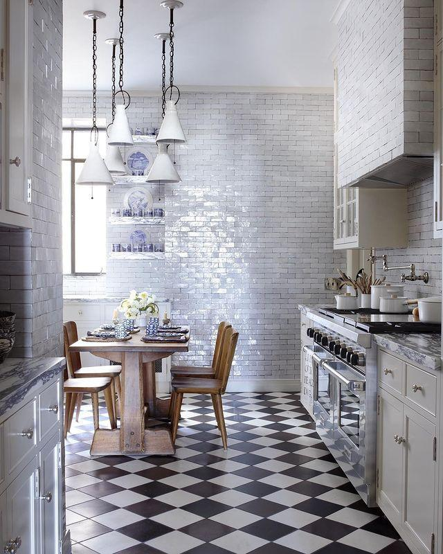 "<p>Globe-trotting retail guru Patricia Greene Isen brings years of treasures from travel into her century-old Upper East Side home. In the kitchen, shimmery tiles extend up the walls, giving the space an iridescent glow.</p><p><a class=""link rapid-noclick-resp"" href=""https://www.elledecor.com/design-decorate/house-interiors/a29322601/patricia-greene-isen-manhattan-home/"" rel=""nofollow noopener"" target=""_blank"" data-ylk=""slk:TOUR THE HOME"">TOUR THE HOME</a></p><p><a href=""https://www.instagram.com/p/CI3Oa67gTcF/"" rel=""nofollow noopener"" target=""_blank"" data-ylk=""slk:See the original post on Instagram"" class=""link rapid-noclick-resp"">See the original post on Instagram</a></p>"