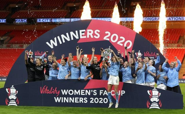 Manchester City lifted the Women's FA Cup at Wembley for a second successive season with victory over Everton after extra time