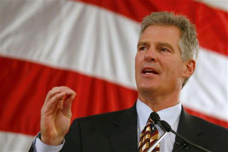 Republican Scott Brown announces his bid for the United States Senate primary election in Portsmouth, New Hampshire, April 10, 2014. REUTERS/Dominick Reuter
