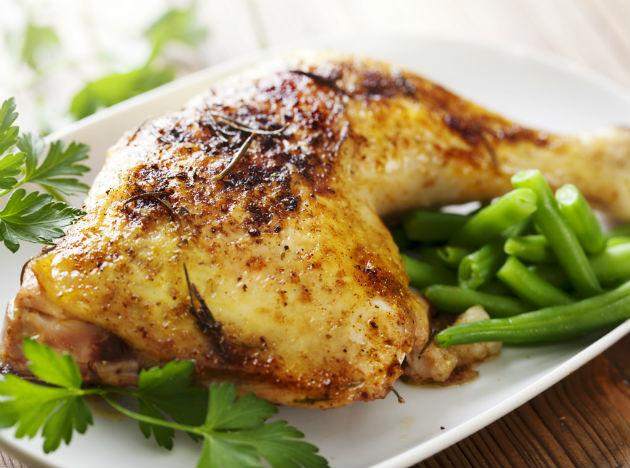 <p><strong>Chicken</strong><br /><br />The protein you gain from chicken will keep you feeling fuller for longer, and lean meat such as chicken helps to stabilize your blood sugar levels. This is great news if you want to reduce bloating and gas because often when we are hungry we reach for carbohydrates or sugary foods; both of which contribute to bloating.<br /><br /><strong>How to eat it:</strong> Have a chicken salad, using chicken breasts, lettuce, cucumber, almonds, lemon juice, basil and olive oil.</p>