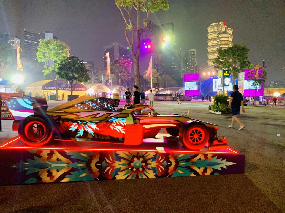 A replica of the F1 car at Singapore F1. (PHOTO: Yahoo Lifestyle Singapore)