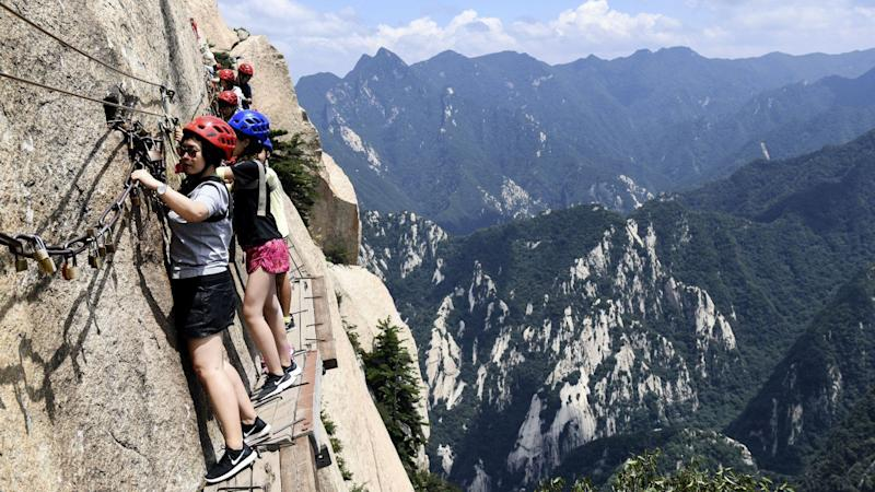 Travel :10 Most Dangerous Hiking Trails In The World - Outdoor