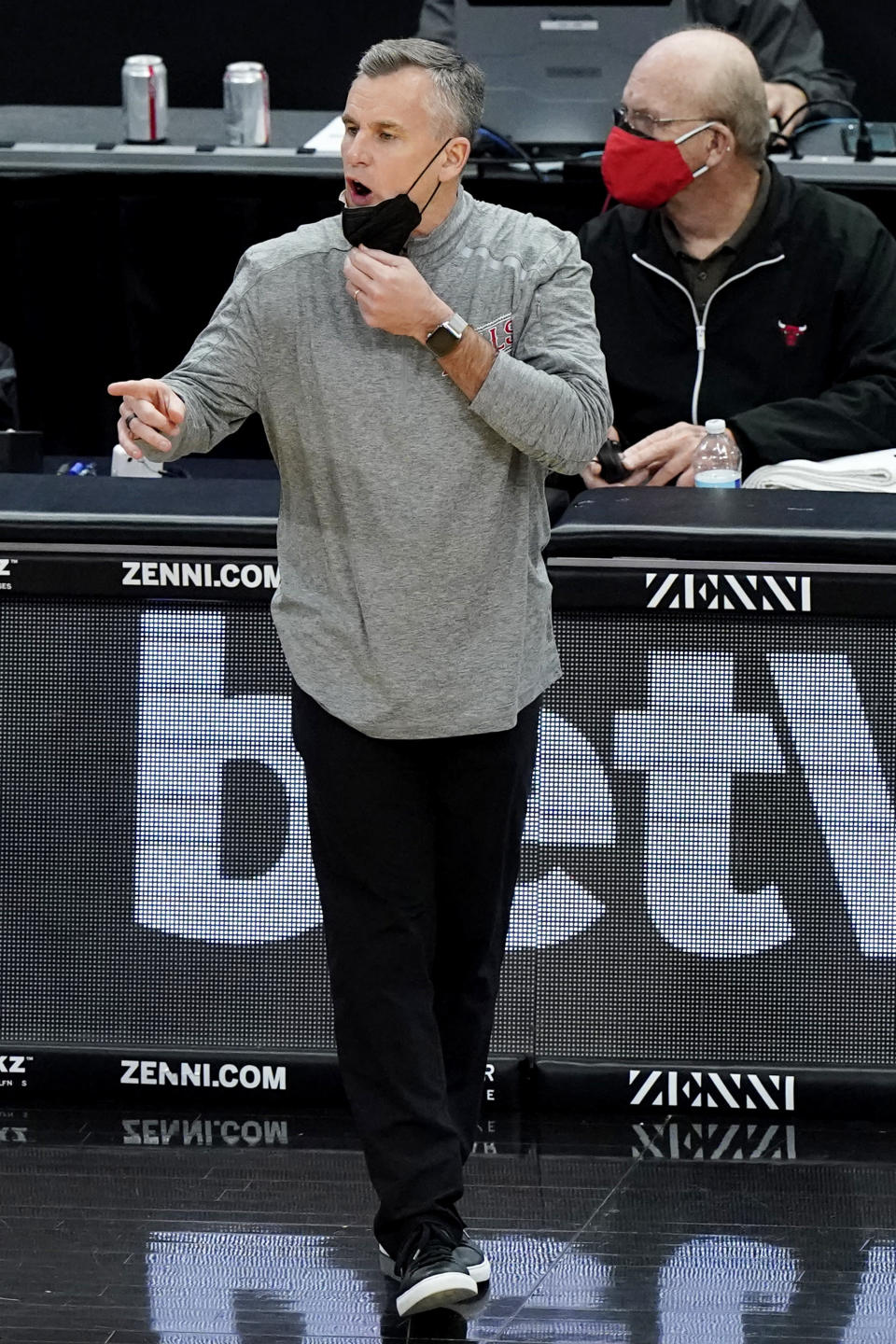 Chicago Bulls head coach Billy Donovan calls his team during the first half of an NBA basketball game against the Miami Heat in Chicago, Friday, March 12, 2021. (AP Photo/Nam Y. Huh)