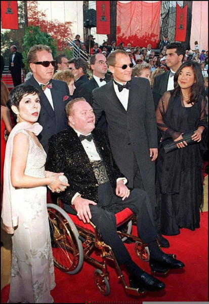 """Larry Flynt (2nd L) and Woody Harrelson (2nd R), who is nominated for Best Actor for """"The People vs. Larry Flynt"""", arrive at the 69th Academy Awards in Los Angeles on March 24, 1997 (AFP Photo/)"""