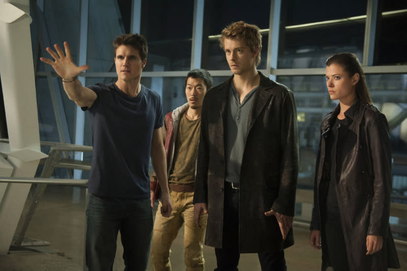 """Robbie Amell as Stephen, Aaron Woo as Russell, Luke Mitchell as John and Peyton List as Cara in the series premiere of The CW's """"The Tomorrow People."""""""
