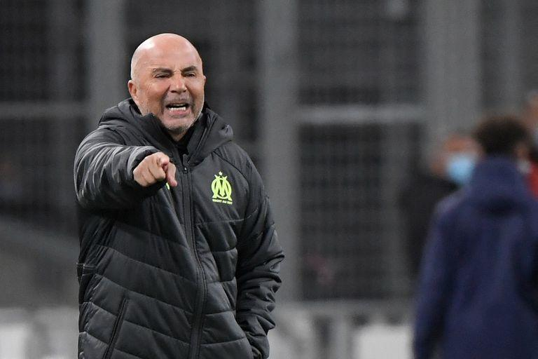 Marseille's Argentinian head coach Jorge Sampaoli gestures during the French L1 football match between Olympique de Marseille and Stade Rennais Football Club at the Velodrome Stadium in Marseille, southern France on March 10, 2021. (Photo by NICOLAS TUCAT / AFP)