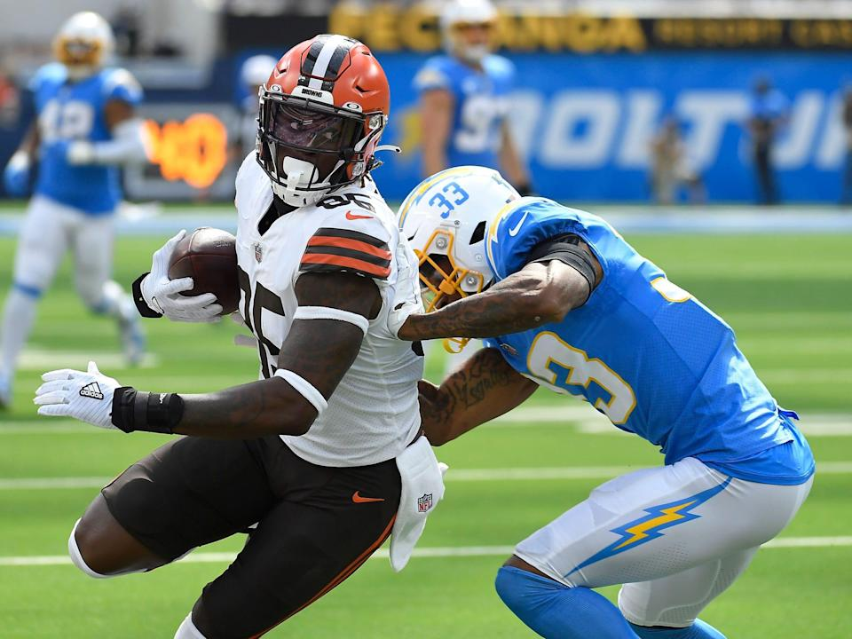 David Njoku makes a play against the Los Angeles Chargers.