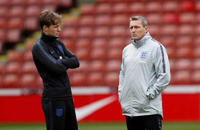 Soccer Football - England Under 21 Training - Bramall Lane, Sheffield, Britain - March 26, 2018 England Under 21 manager Aidy Boothroyd and Kieran Dowell during training Action Images via Reuters/Lee Smith