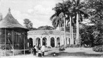 View in the Zoological Gardens, Calcutta, India, early 20th century. (Photo by The Print Collector/Print Collector/Getty Images)