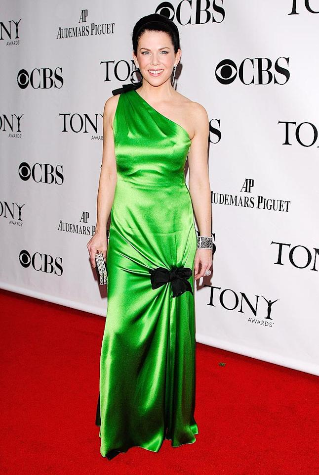 """Love former """"Gilmore Girl"""" Lauren Graham. Loathe the neon nightmare and unsightly updo she sported at the 2009 Tonys. Jemal Countess/<a href=""""http://www.wireimage.com"""" target=""""new"""">WireImage.com</a> - June 7, 2009"""