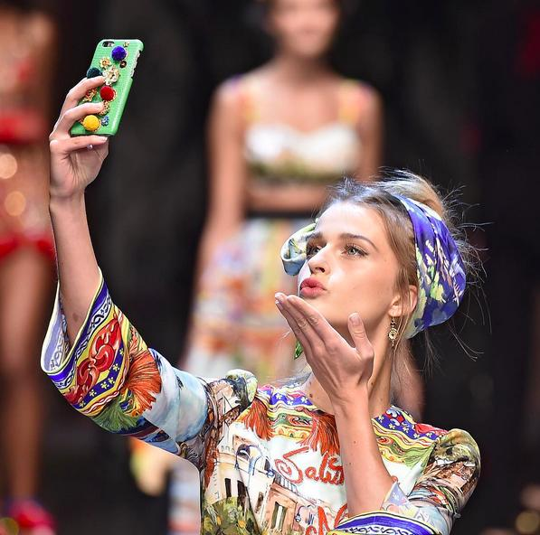 "<p>Models showing love with selfies on the runway.</p><p><i>(Photo: <a href=""https://instagram.com/p/8JxcjpIY6k/?taken-by=instylemag"">Instagram</a>)</i></p>"