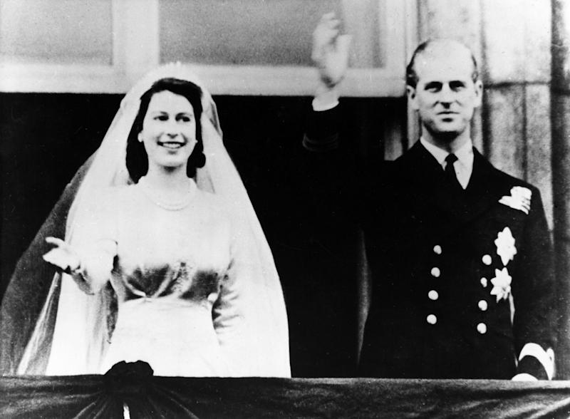 (Eingeschränkte Rechte für bestimmte redaktionelle Kunden in Deutschland. Limited rights for specific editorial clients in Germany.) Elisabeth II. *21.04.1926-Koenigin von GB seit 1953- mit Philip Mountbatten auf dem Balkon des Buckingham Palace nach der Trauung (Photo by ullstein bild/ullstein bild via Getty Images)