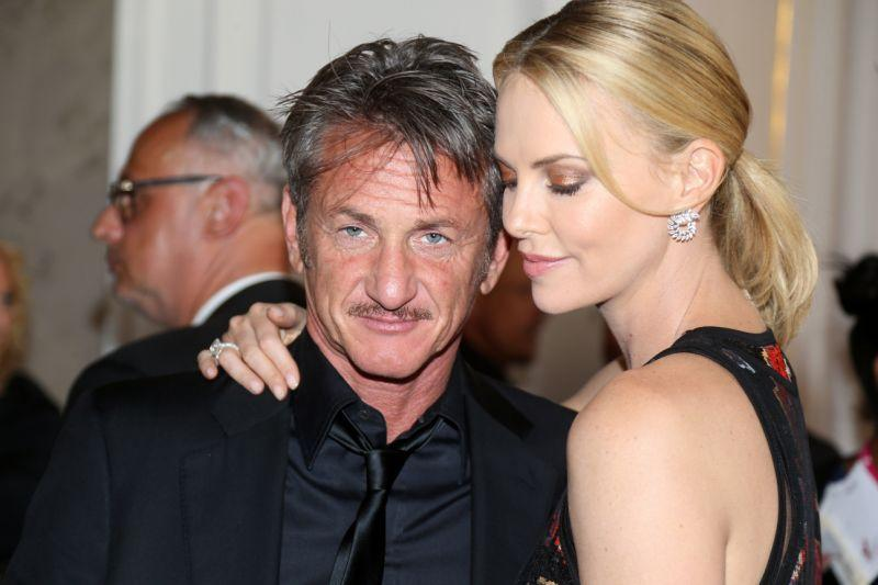 Sean Penn and Charlize Theron attend the AIDS Solidarity Gala together in 2015.  (Thomas Niedermueller/Life Ball 2015 via Getty Images)