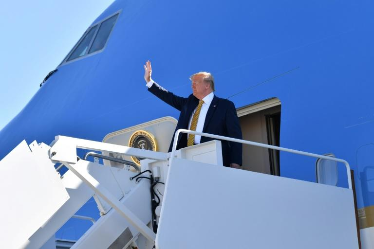 US President Donald Trump waves before boarding Air Force One as he departs Albuquerque, New Mexico, en route to campaign events in California (AFP Photo/Nicholas Kamm)