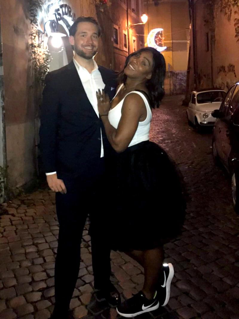serena williams showcases her engagement ring in reddit post with