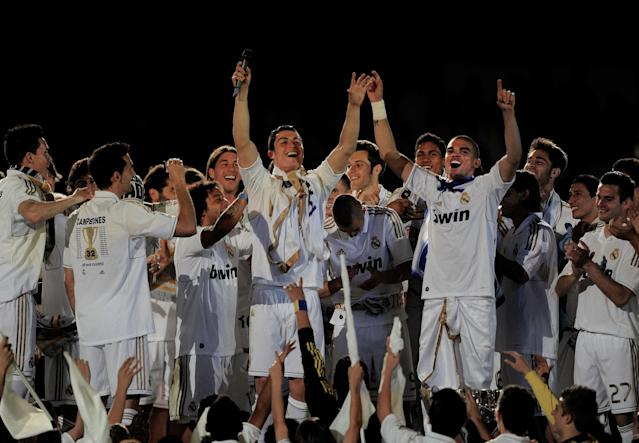 MADRID, SPAIN - MAY 13: Cristiano Ronaldo (C) and Pepe (R) of Real Madrid CF celebrate winning the La Liga title with team-mates after the La Liga match between Real Madrid CF and RCD Mallorca at Estadio Santiago Bernabeu on May 13, 2012 in Madrid, Spain. (Photo by Denis Doyle/Getty Images)