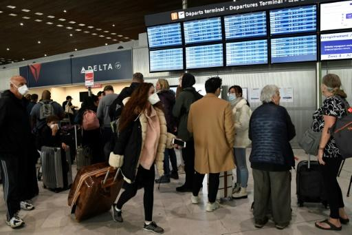 French travel agents estimate that about 100,000 people who have booked trips to the United States via agencies in France will be affected by the anti-virus measure