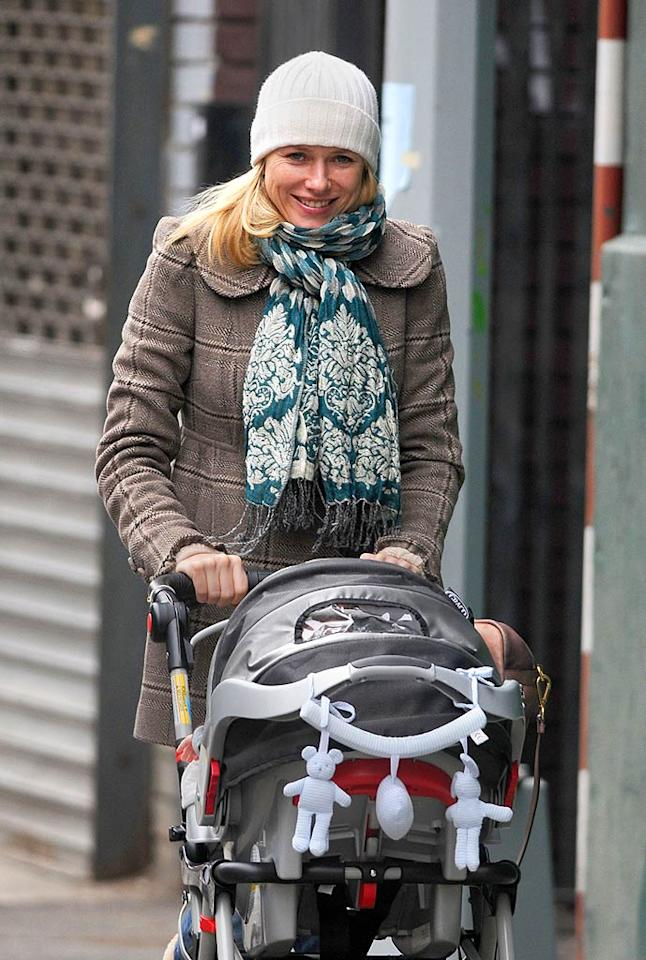 "Naomi Watts and her newborn go for a stroll. Girl, where are your gloves?! Ronald Asadorian/<a href=""http://www.splashnewsonline.com"" target=""new"">Splash News</a> - December 11, 2007"