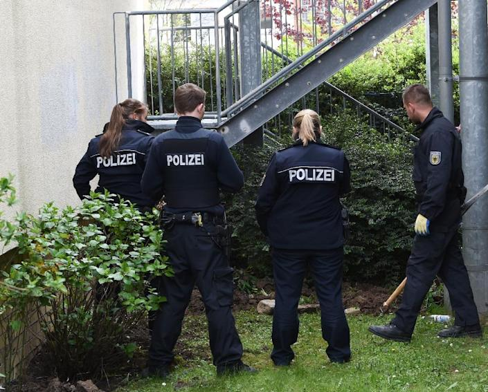 Police officers excavate on the grounds of an apartment complex on April 30, 2015 in Oberursel, Germany (AFP Photo/Arne Dedert)