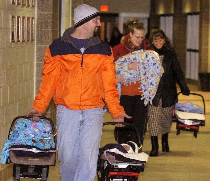 In this photo taken on Jan. 21, 2005, Ben Van Houten looks back to make sure his wife Amy and the rest of their sextuplets are following close behind while arriving for a Hamilton High School girls volleyball game in Hamilton, Mich. A relative says Ben Van Houten suffered a fatel heart attack Wednesday night, April 9, 2014, after setting up a trampoline at his home in the Holland-area in western Michigan. The father of Michigan's first surviving set of sextuplets was 39. (AP Photo/The Grand Rapids Press, Cory Olsen) ALL LOCAL TV OUT; LOCAL TV INTERNET OUT