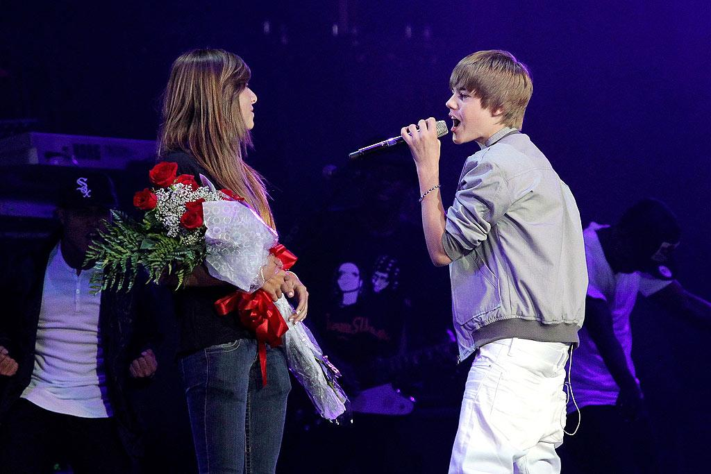 """After presenting one lucky fan with a bouquet of roses, JBiebs serenaded her with """"One Less Lonely Girl."""" Noel Vasquez/<a href=""""http://www.wireimage.com"""" target=""""new"""">WireImage.com</a> - May 15, 2010"""