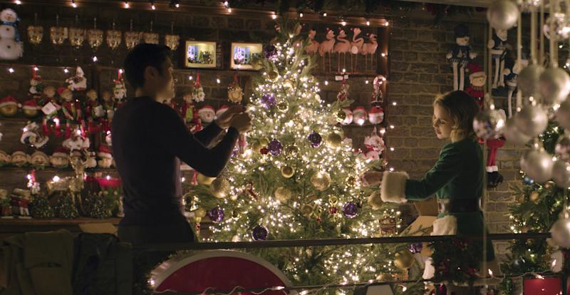 Henry Golding and Emilia Clarke in Last Christmas.