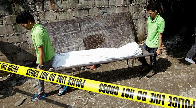 Funeral workers carry the body of one of the five suspected drug pushers killed in a police operation in Quiapo city, metro Manila, Philippines July 3. Photo: Reuters/Czar Dancel