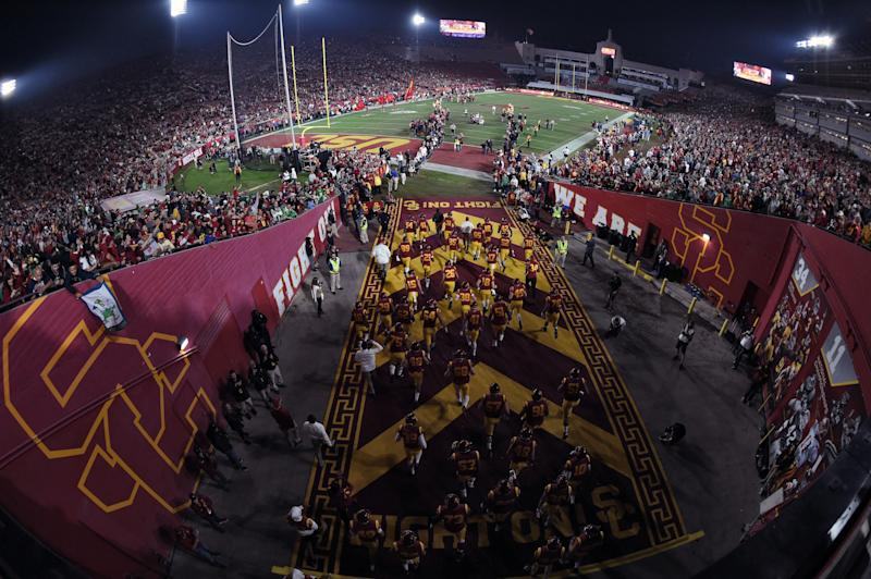 Usc United Push Past Controversy To Reach Coliseum Deal