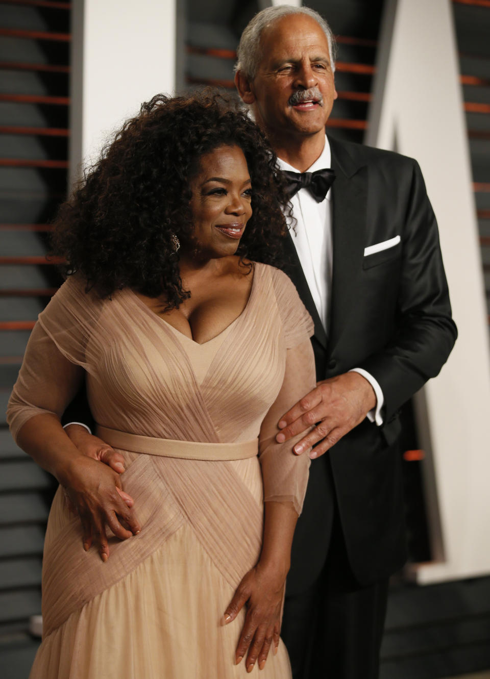 Oprah Winfrey and partner Stedman Graham arrive  at the 2015 Vanity Fair Oscar Party in Beverly Hills, California February 22, 2015.  REUTERS/Danny Moloshok (UNITED STATES  - Tags: ENTERTAINMENT)  (VANITY FAIR-ARRIVALS)