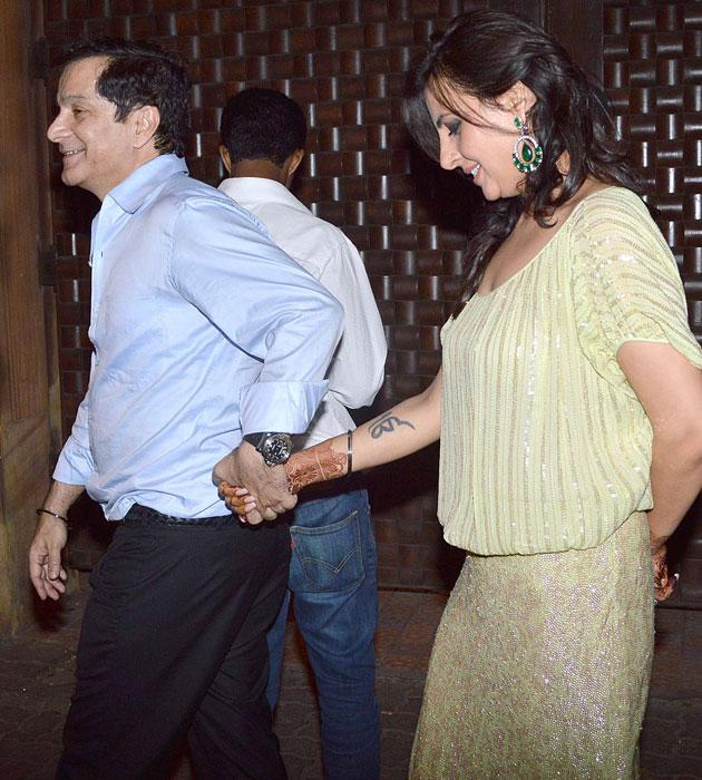 Akshay Kumar's sister Alka who got married recently to Surendra Hiranandani arrives for the bash
