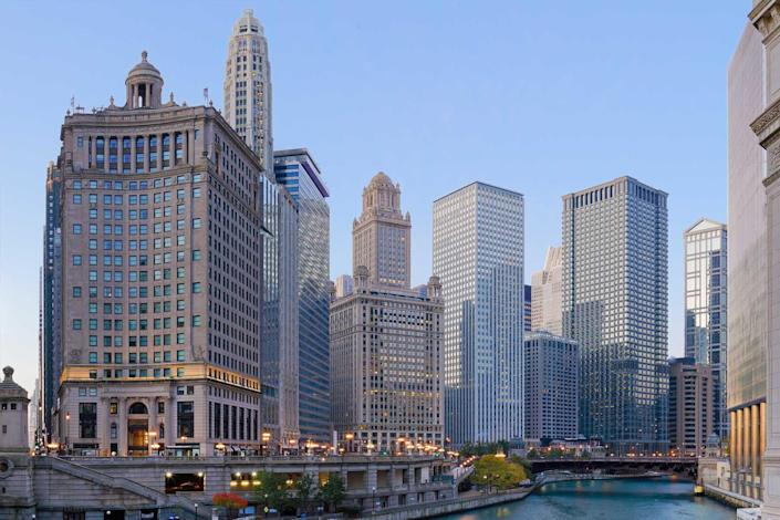 Daytime view of the the skyscrapers that line the Chicago river.