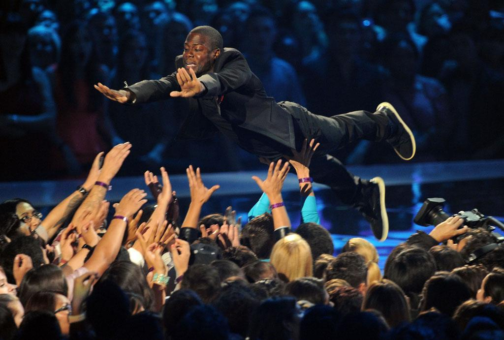 LOS ANGELES, CA - SEPTEMBER 06:  Host Kevin Hart speaks onstage during the 2012 MTV Video Music Awards at Staples Center on September 6, 2012 in Los Angeles, California.  (Photo by Kevin Winter/Getty Images)