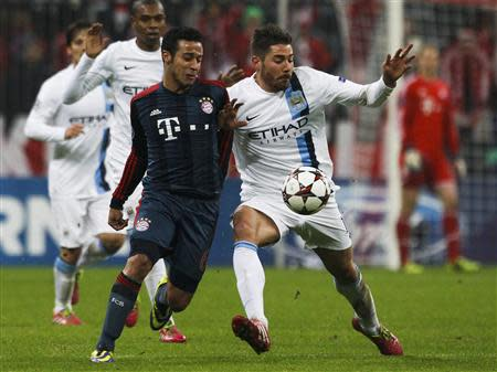 Bayern Munich's Alcantara Thiago (L) challenges Manchester City's Javi Garcia during their Champions League Group D soccer match in Munich December 10, 2013. REUTERS/Michaela Rehle