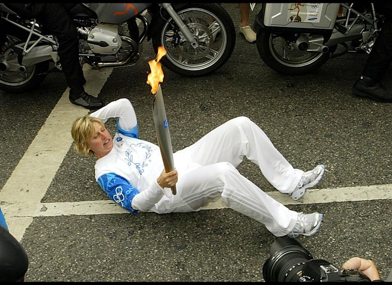 Sit-ups while holding the Olympic torch? What a woman!