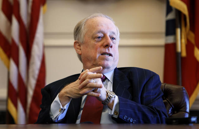 Then-Gov. Phil Bredesen talks about his eight years in office during a 2010 interview in Nashville. (Photo: Mark Humphrey/AP)