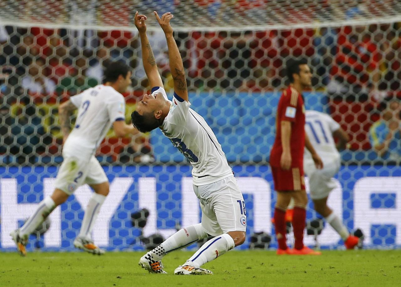 Chile's Gonzalo Jara celebrates a goal by his teammate Chile's Charles Aranguiz (not pictured) during their 2014 World Cup Group B soccer match against Spain at the Maracana stadium in Rio de Janeiro June 18, 2014. REUTERS/Pilar Olivares (BRAZIL - Tags: SOCCER SPORT WORLD CUP)