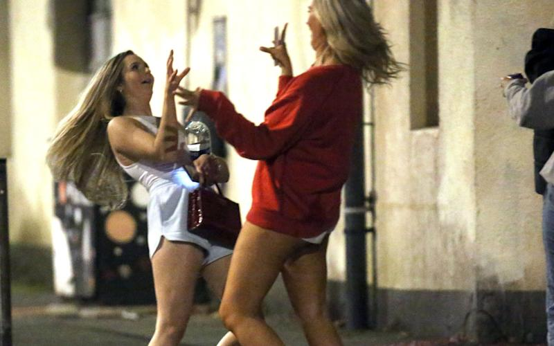 Revelers in Leeds after hours - NB PRESS LTD
