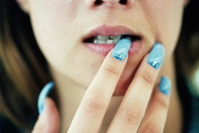This beauty blogger showed the gruesome reality of wearing acrylic nails for 6 years straight