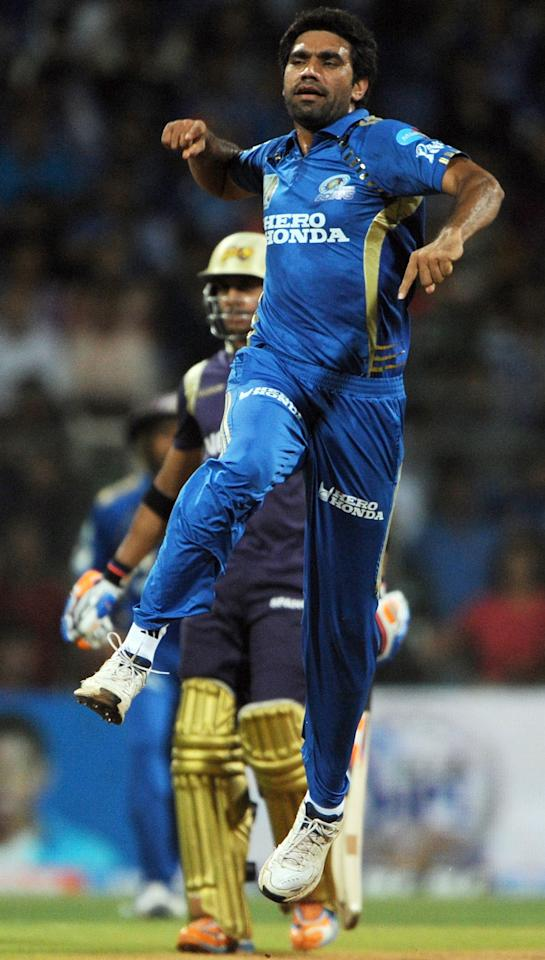 RESTRICTED TO EDITORIAL USE. MOBILE USE WITHIN NEWS PACKAGE  Mumbai Indians bowler Munaf Patel (R) celebrates after taking the wicket of unseen Kolkata Knight Riders batsman Shreevats Goswami during the IPL Twenty20 match between Mumbai Indians and Kolkata Knight Riders at The Wankhede Stadium in Mumbai on May 25, 2011.  AFP PHOTO/Indranil MUKHERJEE (Photo credit should read INDRANIL MUKHERJEE/AFP/Getty Images)