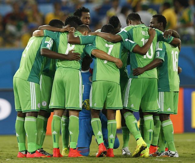 National soccer team players of Nigeria huddle before the start of the 2014 World Cup Group F soccer match agaonst Bosnia at the Pantanal arena in Cuiaba June 21, 2014. REUTERS/Ueslei Marcelino (BRAZIL - Tags: SOCCER SPORT WORLD CUP)