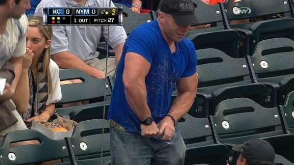 Musclebound Mets fan struggles with water bottle