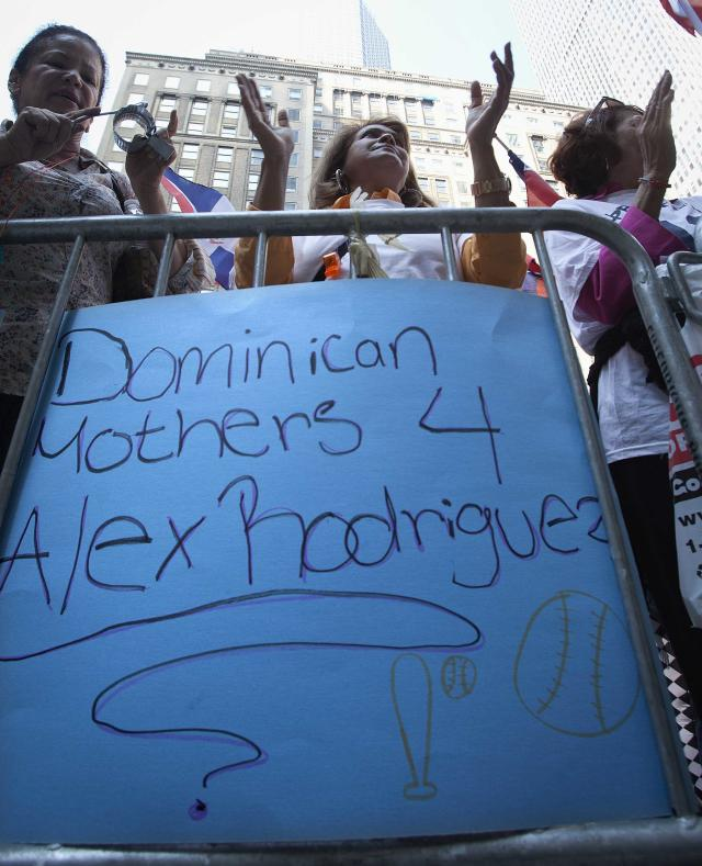 Supporters of baseball player Alex Rodriguez chant in a demonstration outside Major League Baseball's headquarters in New York, October 4, 2013. New York Yankees player Rodriguez has sued Major League Baseball and its Commissioner, accusing them of improperly gathering evidence to destroy his reputation and career. Rodriguez, suspended from 211 games by Major League Baseball for doping, claims MLB interfered with his contracts and business relationships. REUTERS/Carlo Allegri (UNITED STATES - Tags: SPORT BASEBALL CRIME LAW CIVIL UNREST)