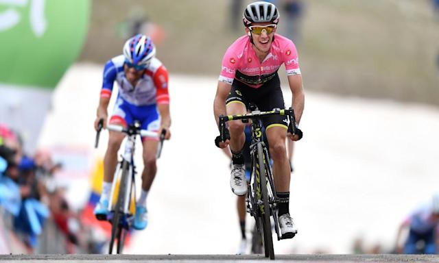 """<span class=""""element-image__caption"""">Simon Yates and the pink jersey win Sunday's stage atop the Gran Sasso d'Italia.</span> <span class=""""element-image__credit"""">Photograph: Justin Setterfield/Getty Images</span>"""