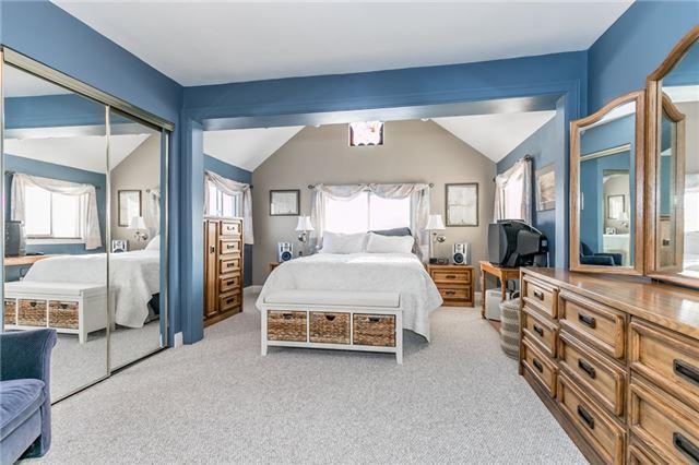 """<p><a href=""""https://www.zoocasa.com/barrie-on-real-estate/5276349-186-steel-st-barrie-on-l4m2g4-s4122163"""" rel=""""nofollow noopener"""" target=""""_blank"""" data-ylk=""""slk:186 Steel St., Barrie, Ont."""" class=""""link rapid-noclick-resp"""">186 Steel St., Barrie, Ont.</a><br> The home has six bedrooms – four on the top level, one on the main floor and one on the lower level.(Photo: Zoocasa) </p>"""