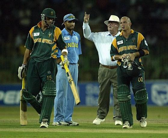 Herschelle Gibbs of South Africa retires exhausted