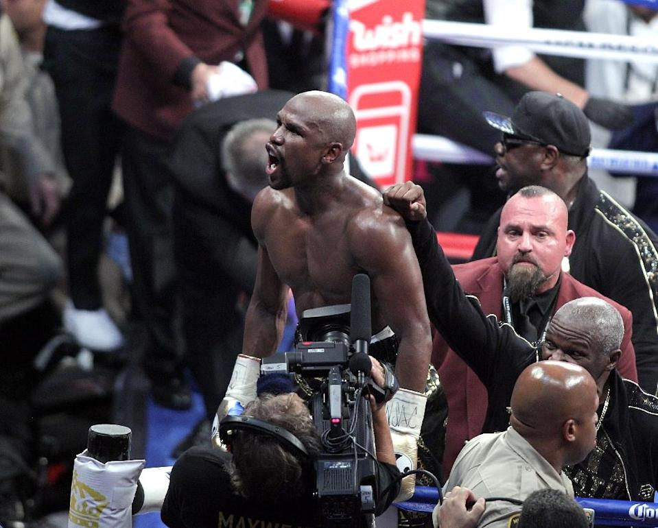Mayweather heads into retirement with a record 50th straight victory (AFP Photo/John Gurzinski)