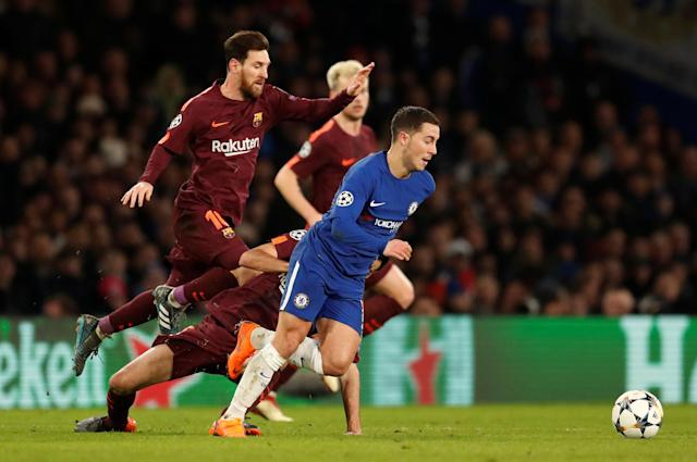 Soccer Football - Champions League Round of 16 First Leg - Chelsea vs FC Barcelona - Stamford Bridge, London, Britain - February 20, 2018 Barcelona's Lionel Messi in action with Chelsea's Eden Hazard Action Images via Reuters/Andrew Boyers