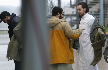 """Bilal El Makhoukhi (L) and Michael Delefortrie (R), who are suspected of being part of """"Sharia4Belgium"""", arrive for the verdict in the trial of the group in Antwerp February 11, 2015. REUTERS/Francois Lenoir"""