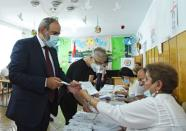 Leader of Civil Contract party Nikol Pashinyan casts his vote during the snap parliamentary election in Yerevan